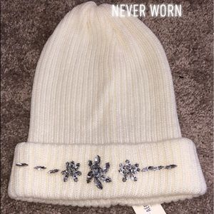 NWT cute jeweled off white beanie, Aeropostale